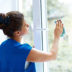 Nettoyage des fenêtres en PVC et aluminium
