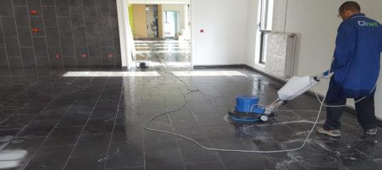 Un travail de construction peut être assez difficile. Aujourd'hui, après une réalisation, il est d'ailleurs indispensable de faire un nettoyage fin de chantier.